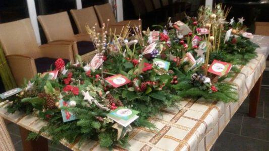 2016-12-16 Kerststukjes Maken Voor Medebuurtgenoten (1)